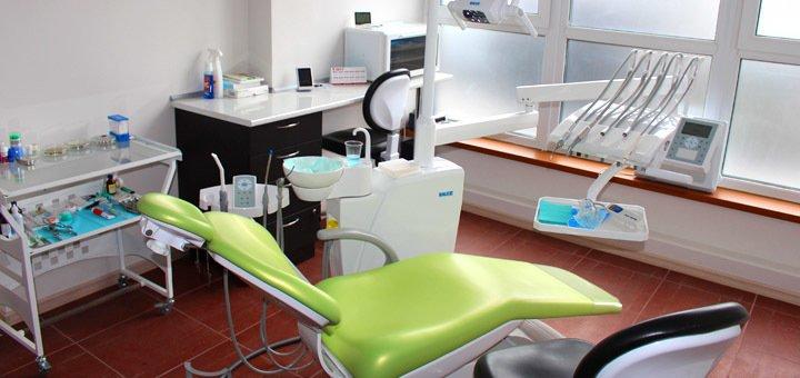 Установка фотополимерных пломб на 1 или 2 зуба и лечение глубокого кариеса в стоматологии «Смайл 32»