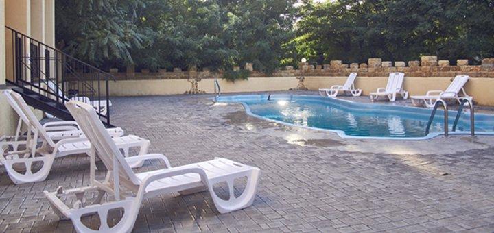 От 2 дней отдыха в отеле с бассейном «San Marino» в поселке Морское рядом с Коблево