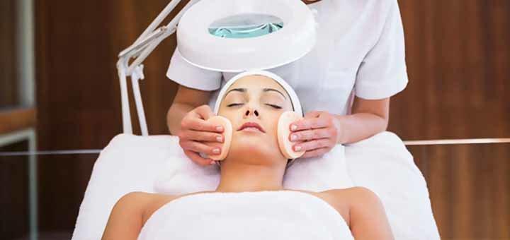 УЗ-чистка с уходом для лица от косметолога Ларисы Черненькой в клубе «ДИ2»