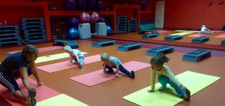 До 3 месяцев безлимитного посещения групповых занятий от фитнес-клуба «Reflex»