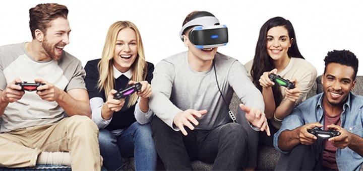 Игра в очках виртуальной реальности HTC VIVE VR и Playstation VR от игрового клуба «LifeZone»