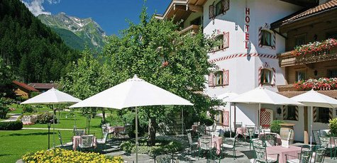 Wellness-beauty-treatment-in-mayrhofen-tirol-gutshof-garden_01