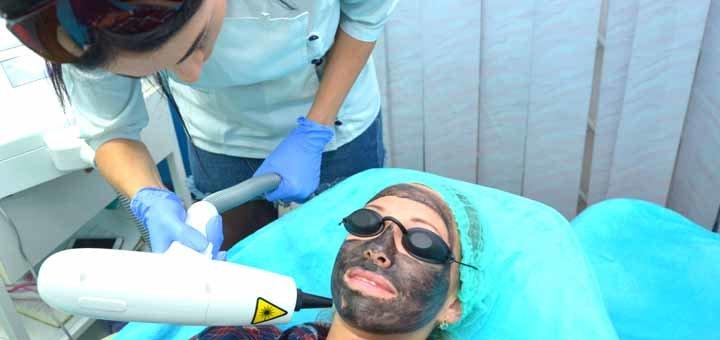 Лазерный карбоновый пилинг зоны лица, шеи и декольте в центре косметологии «Medline»