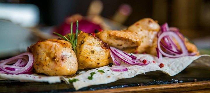 Знижка 40% на основне меню кухні від ресторації «Чесне М'ясо» на площі Ринок