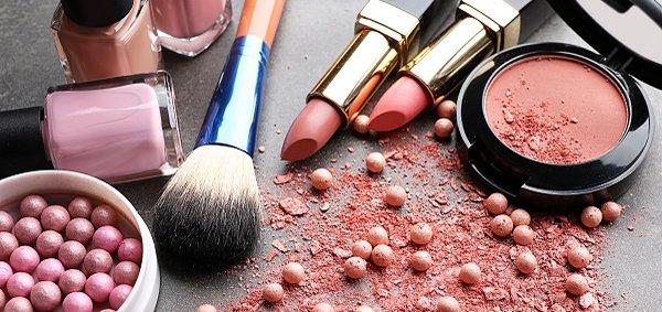 Скидки до 80% на декоративную косметику