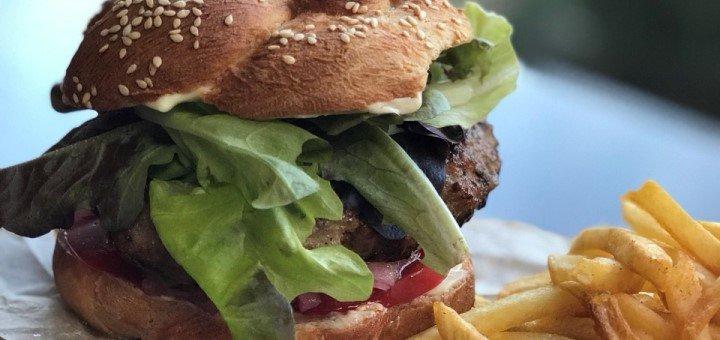 Скидка 50% на все меню кухни в кафе «Ларец»