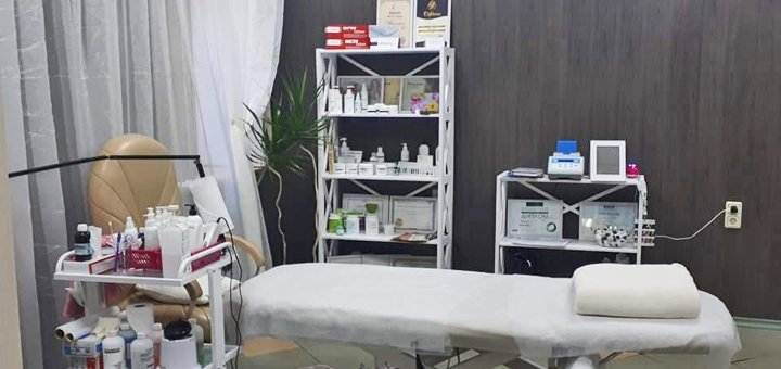 Классическое наращивание ресниц в косметологическом кабинете «Красотка»