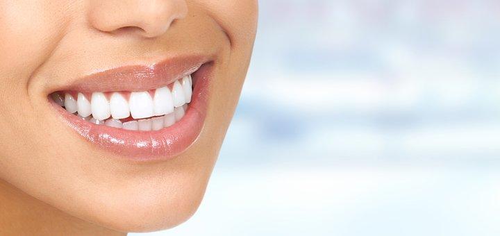 Комплексная чистка зубов в стоматологической клинике «Дентвокал»
