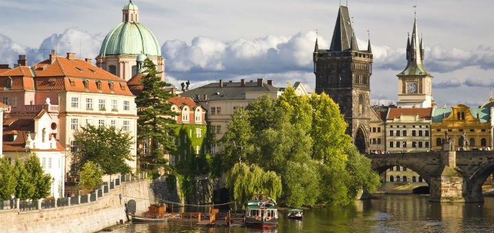 Автобусный тур в Прагу «Сказочная Прага. Карловы Вары» от «Universal Travel»