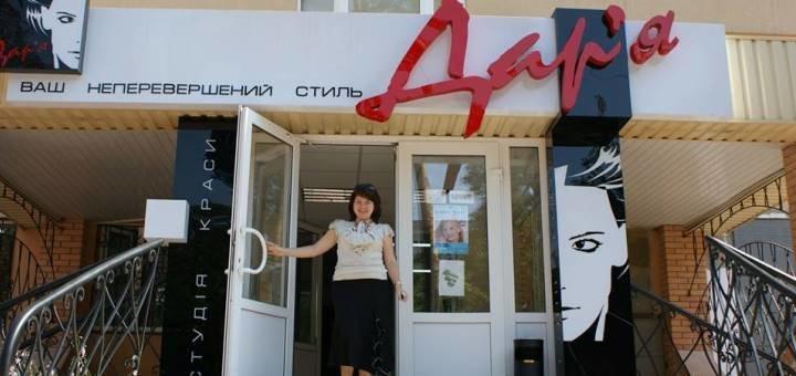Классический гигиенический маникюр, педикюр и покрытие гель-лак в салоне «Дарья»