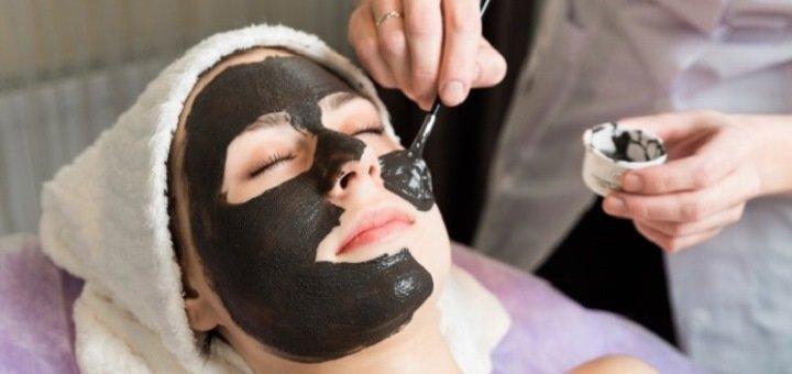 До 3 сеансов лазерного карбонового пилинга для лица, шеи и декольте в центре «Studio-Laser»