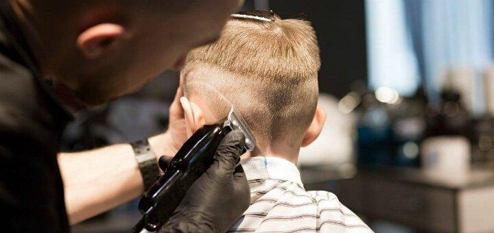 Детская стрижка для мальчиков в барбершопе «Bulldog Barbershop»