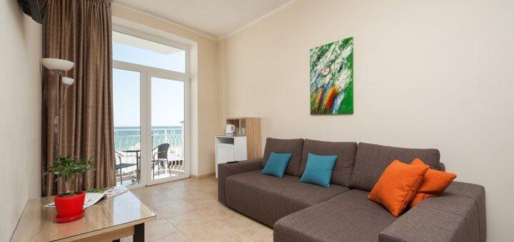 От 3 дней отдыха в сентябре в отеле «Прибой Beach Hotel» в Затоке на первой линии от моря