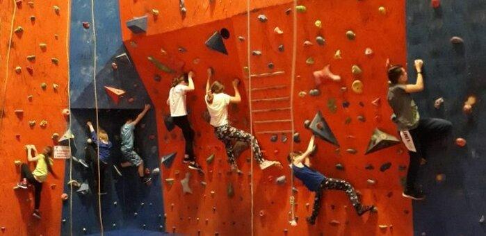 3 разовых подъема для взрослых и детей на скалодроме «Скала» в ТРЦ «Караван»