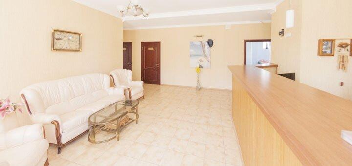 От 3 дней отдыха в сентябре для двоих или четверых в отеле «Flora» на Бердянской косе