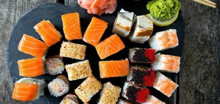 Скидка 50% на всё меню роллов, суши и сетов от службы доставки «Sushi Drive»