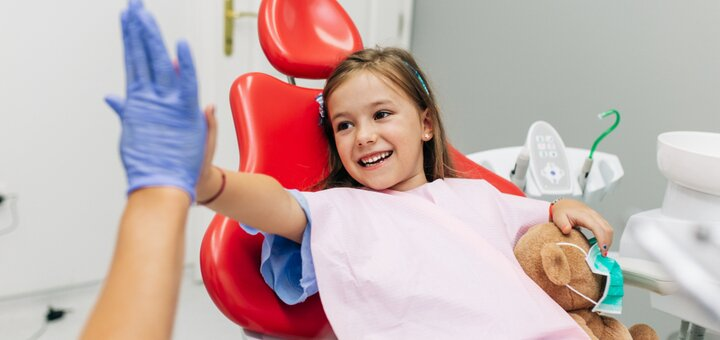 Ультразвуковая чистка зубов с Air Flow для детей в клинике «Kinder-Clinic»