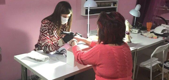 Маникюр и педикюр с покрытием гель-лаком в студии маникюра Кристины Малаховой