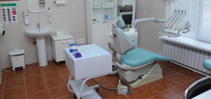Лікування карієсу з установкою фотополімерних пломб в стоматології  «White&Smile International»