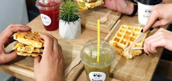 Скидка 50% на все меню кухни в кафе «Butters»