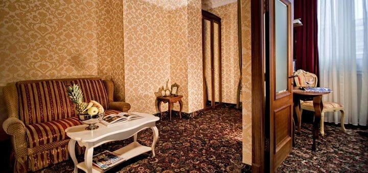 От 2 дней романтического отдыха с шампанским и лепестками роз в «Royal Hotel De Paris» в Киеве