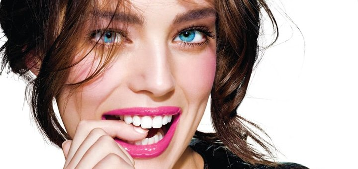 До 3 сеансов LED-отбеливания и осветления эмали зубов на 3-4 тона в студии красоты «Ideal Body»