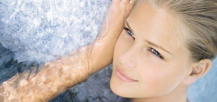 3, 5 или 7 сеансов пластического массажа лица с гиалуроновой кислотой и профессиональным уходом в spa-салоне «Вliss»